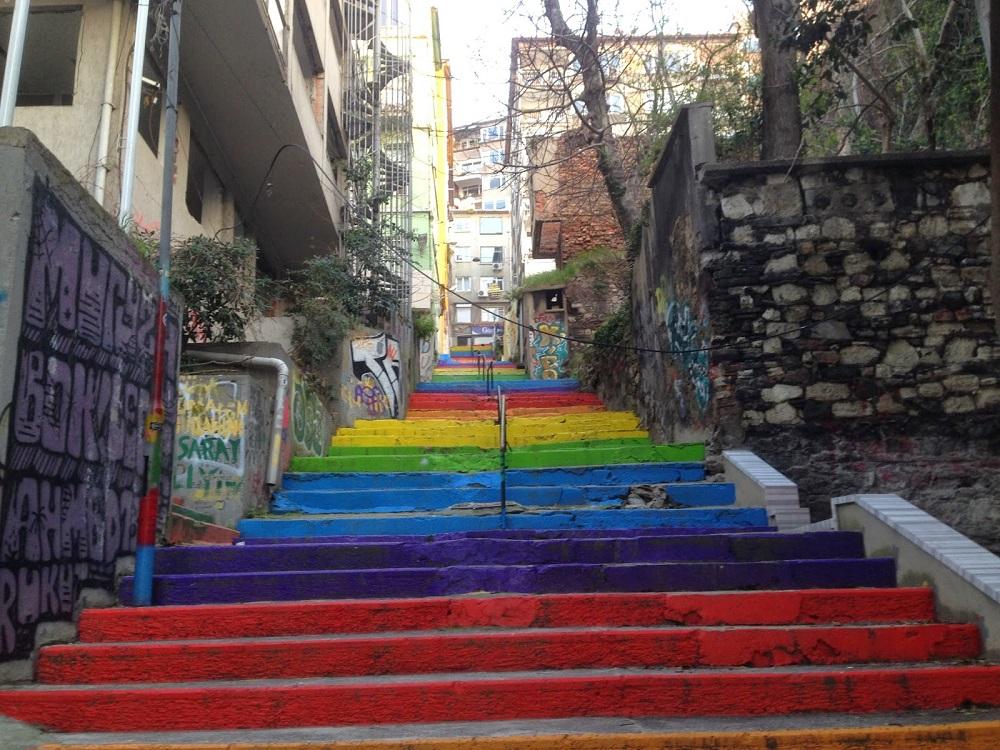 دسترسی های نزدیک به پله های رنگی استانبول