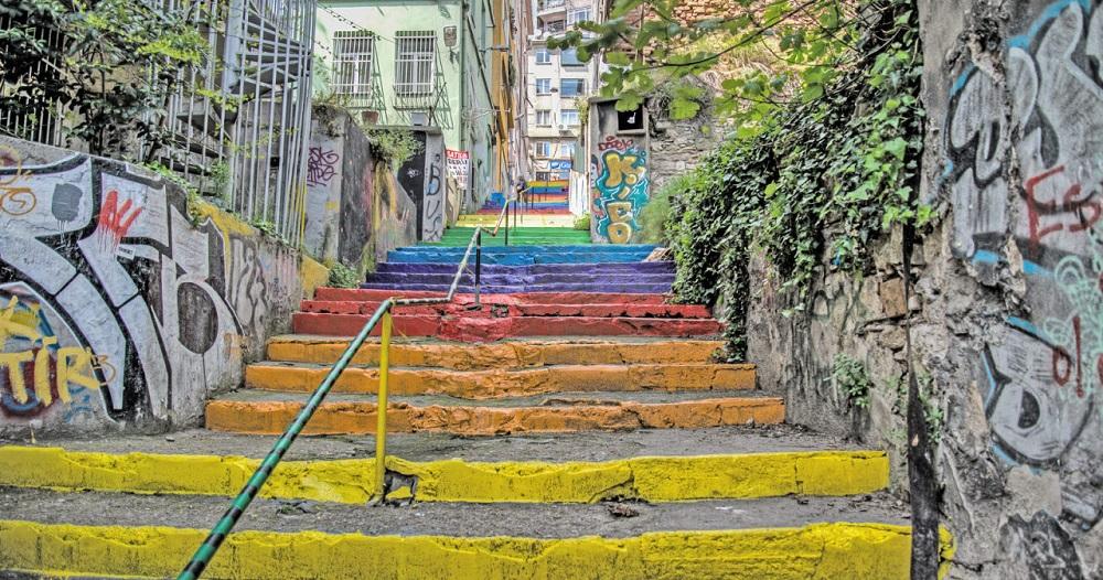هدف از ایجاد این پله های رنگی