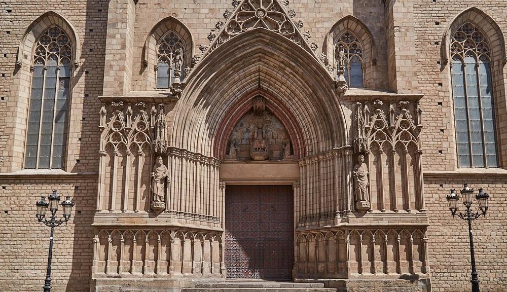 کلیسا باسیلیکا از سانتا ماریا دل مار بارسلونا