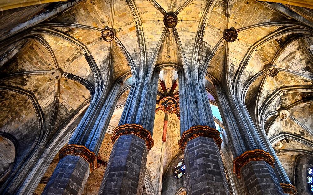 معماری و طراحی کلیسا باسیلیکا از سانتا ماریا دل مار بارسلونا
