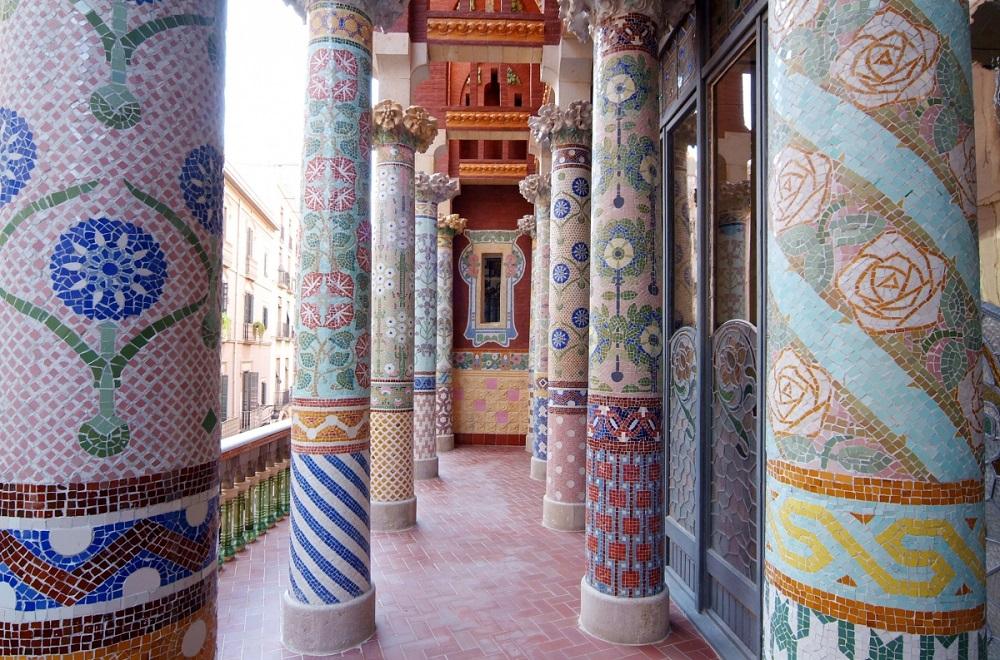 لوییز دومانچهای مونتانر، سازنده این قصر