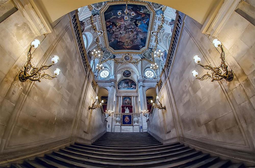 راهرو اصلی کاخ