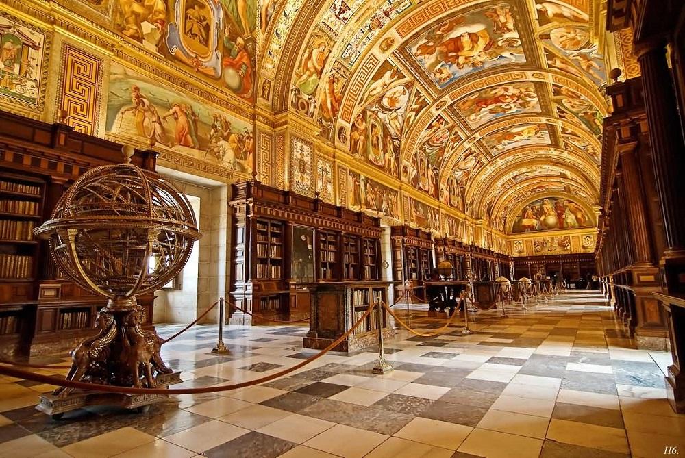 قسمت های داخلی کاخ که بر روی بازدید کنندگان باز می باشد :