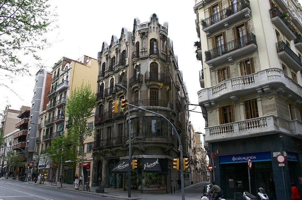 خیابان سانتْس بارسلونا