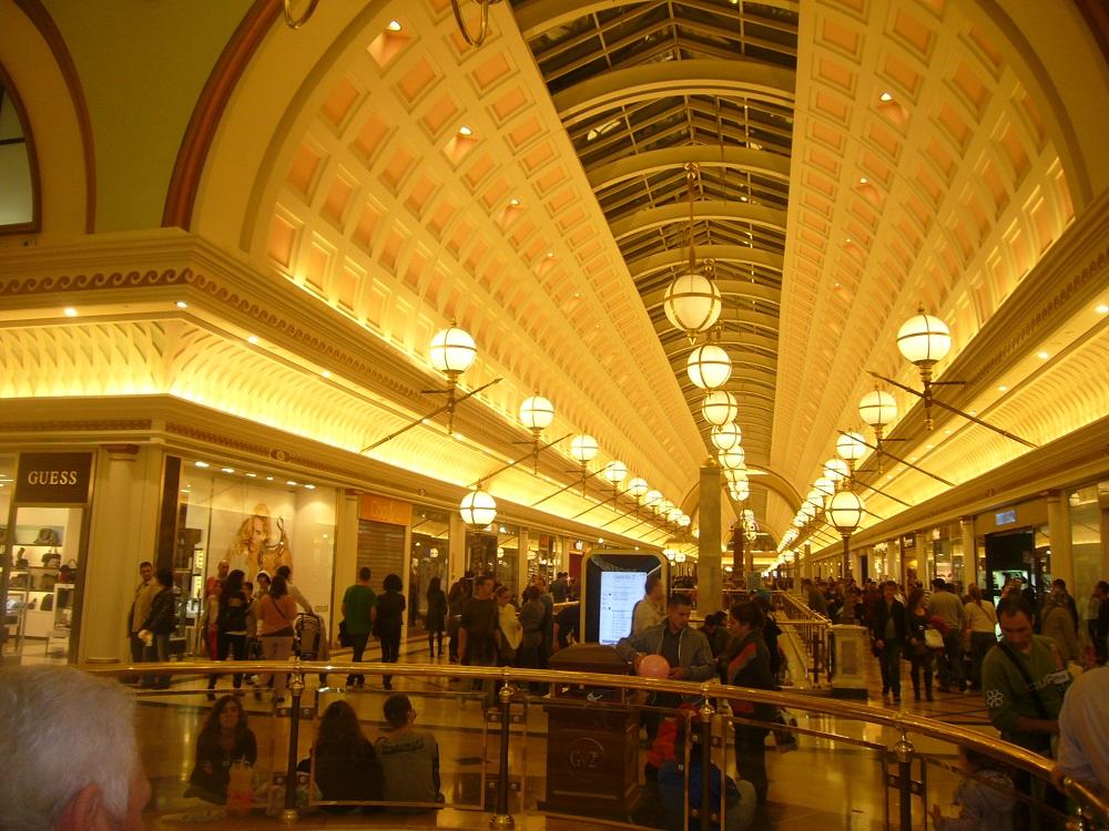مرکز خرید گران ویا 2 بارسلونا