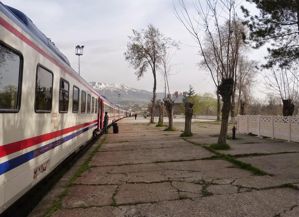 زمان حرکت قطار تهران آنکارا