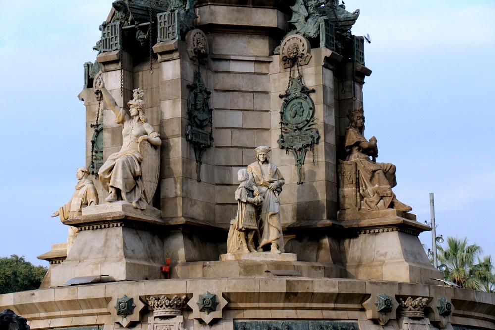 ستون ها و مجسمه کریستف کلمب