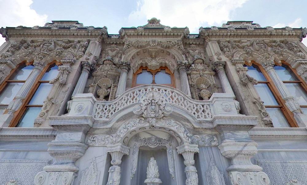 ساعات بازدید و هزینه ورودی به عمارت ایحلامور