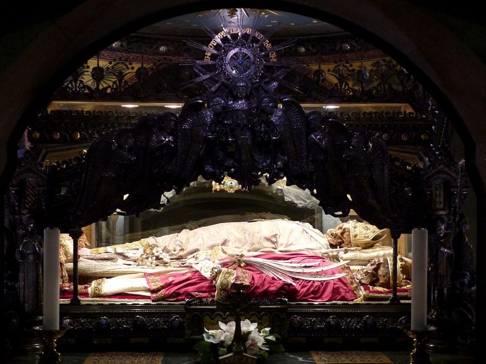 اسکلت کلیسا آمبروز مقدس میلان