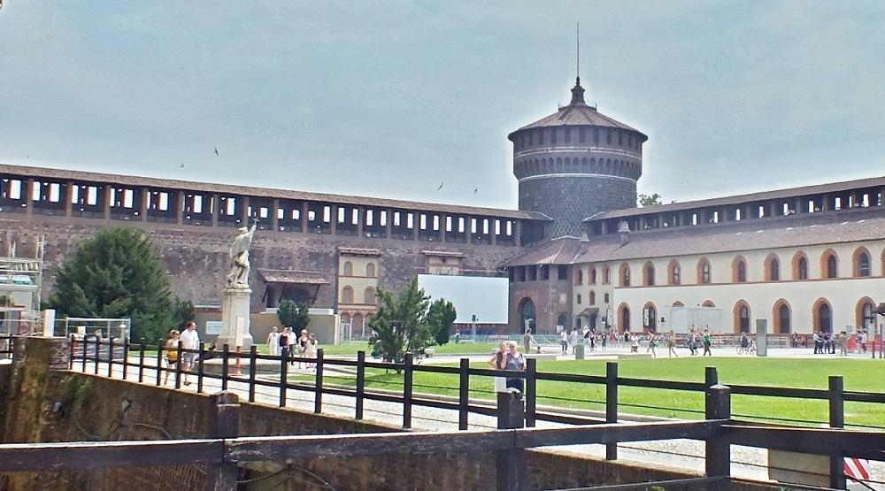 کاخ اسفورتسسکو میلان