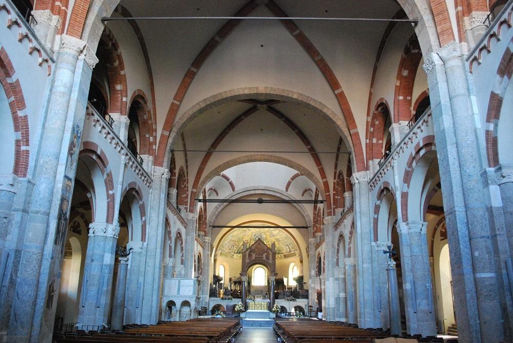 فضای داخلی این کلیسای شگفت انگیز