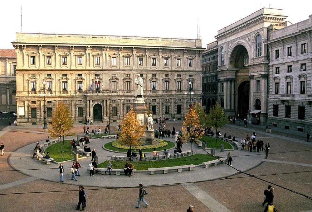 قصر مارینو و مجسمه لئوناردو داوینچی