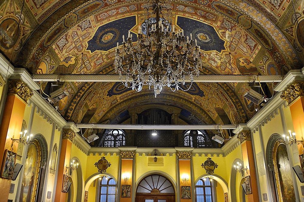 معماری کلیسای سنت کاری دریپریز و نقاشی مریم مقدس در آن