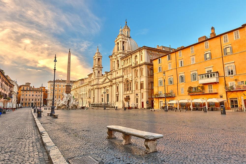 رستوران ها و کافه های اطراف این میدان معروف رم