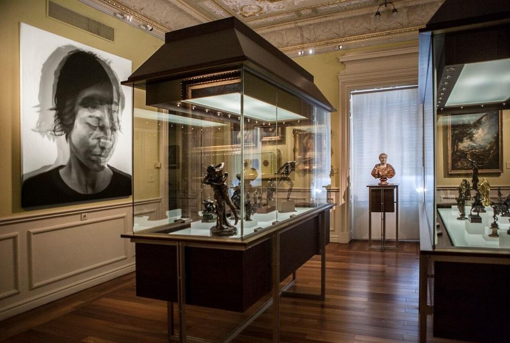 چه آثاری در موزه لازارو گالدیانو نگهداری می شوند؟
