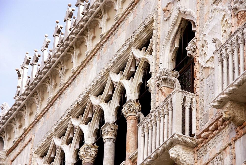کاخ سانتا سوفیا توسط چه کسی ساخته شد؟