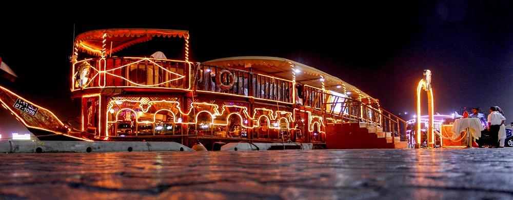 لنج کروز دبی، یک شام رمانتیک داشته باشید
