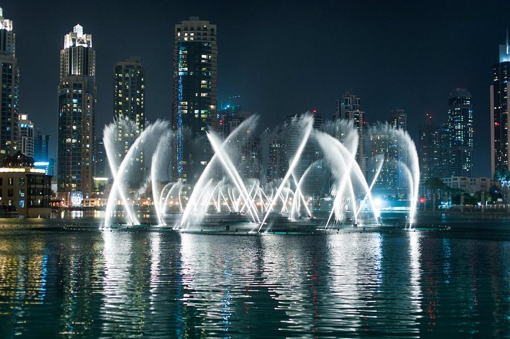 آبنمای دبی بزرگترین آبنمای رقصنده جهان